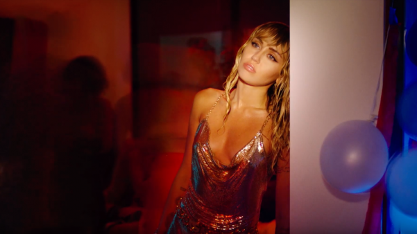 "Miley Cyrus in ""Slide Away"" MV"