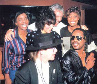 """Gladys Knight, Carole Bayer-Sager, Burt Bacharach, Dionne Warwick, Stevie Wonder, and Elton John, """"That's What Friends Are For"""", 1985"""